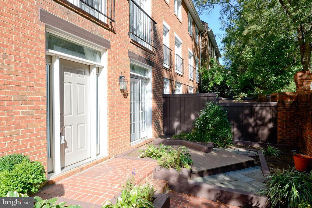 Double Master Suites, 1 upstairs, and 1 on the main level. Nice landscape as you enter the  private gate.Wood Burning Fireplace with Built-in Bookcases , Wood floors throughout, near metro, restaurants, public park, public library, Ballston Mall, George Mason Law School.