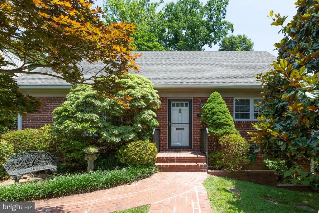 8803 Walnut Hill Rd, Chevy Chase, MD 20815