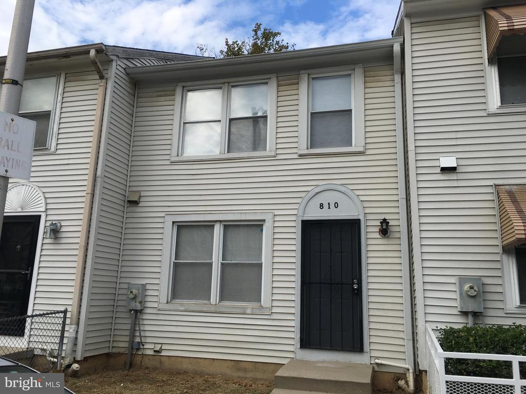 NEWLY RENOVATED 3 STORY TOWNHOUSE ,NEW CABINETS, S/S APPLIANCES ,WALKING DISTANCE TO PENN TRAIN STATION, SYMPHONY HALL, LYRIC THEATER,UNIVERSITY OF BALTIMORE, DOWNTOWN FESTIVALS ARTS CAPE , BOOK FAIR. NEW TOWNHOUSES IN THE STATION ART DISTRICT ALSO WALKING DISTANCE PRICED $350,000 UP. WHOLE AREA GOING THRU A REVITALIZATION. FIVE MINUTES WALK TO JOHNS HOPKINS HOSPITAL.SELLER FINANCING(30% DOWN PAYMENT ,SELLER WILL CARRY 70%) AND CLOSING HELP AVAILABLE.