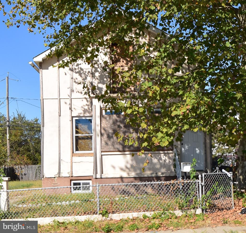 REAL ESTATE AUCTION ON SITE TUESDAY, OCTOBER 29, 2019 AT 11:45 AM. List price is suggested opening bid only. $5,000 cashier's check deposit required to bid. Please contact listing broker's office for full terms, bidder pre-registration form and property details.