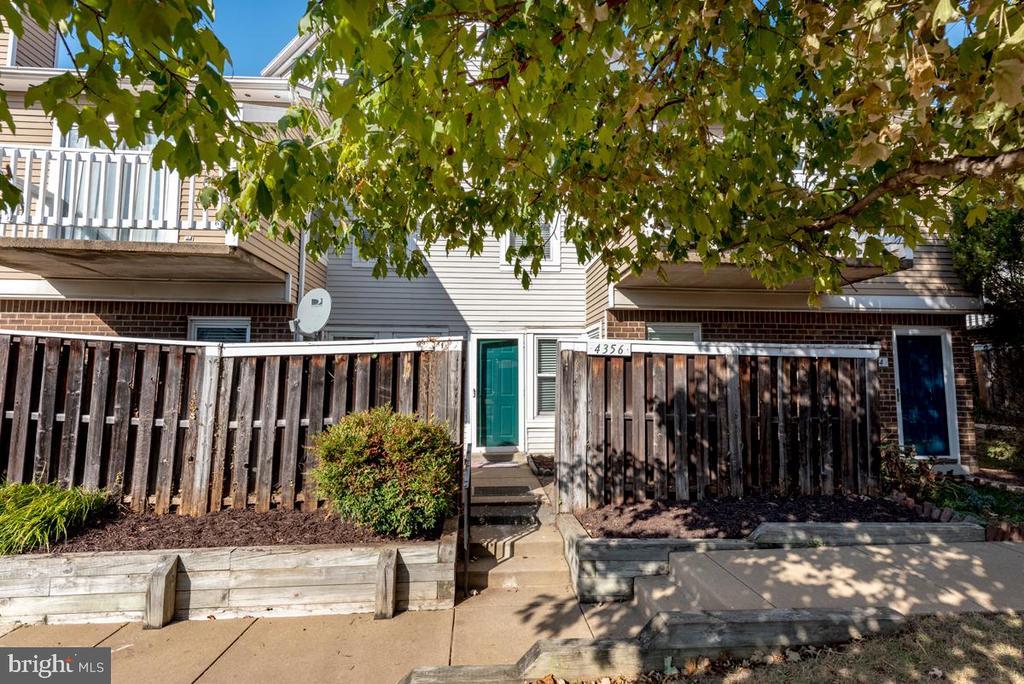 4356 Pembrook Village Dr #65, Alexandria, VA 22309