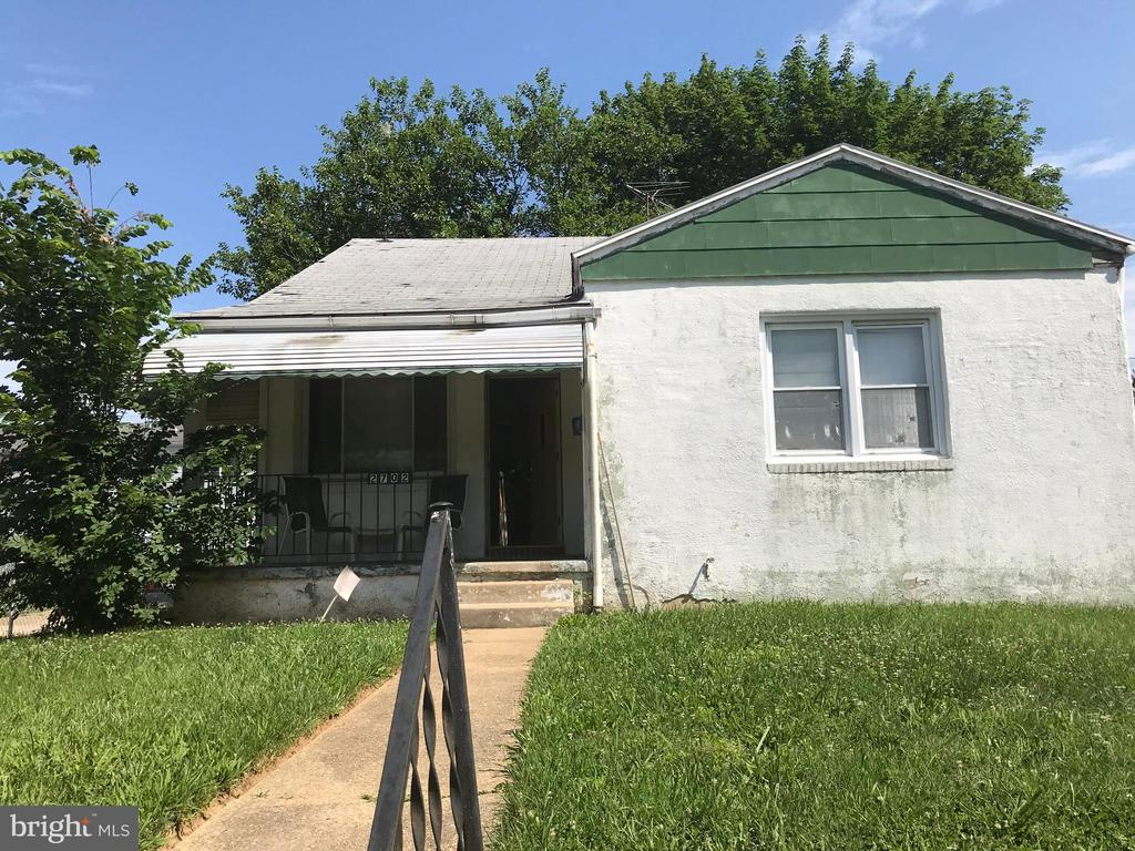 Charming detached rancher; 2 bedrooms and an additional room that you can make your den, office, study, or sewing room; Be creative. Make it your own! Fenced-in front yard with spacious back yard. Great for entertaining. This home has lots of potential. Needs work.