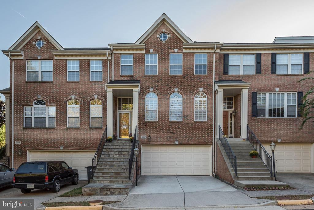 13907 Lindendale Ln, Chantilly, VA 20151