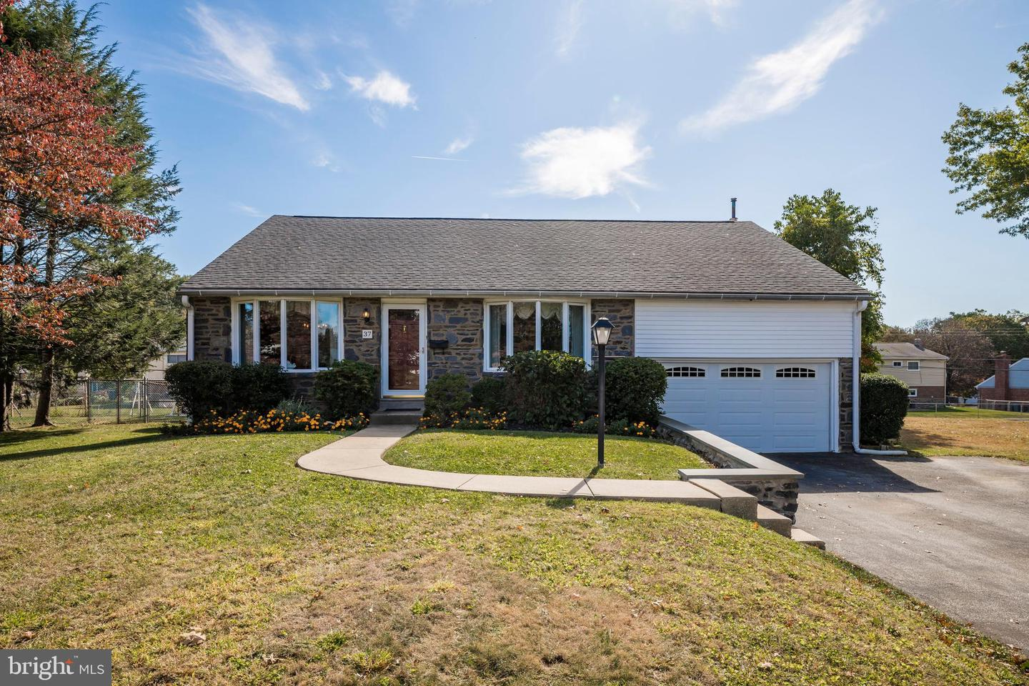 37 Crespy Lane Broomall, PA 19008