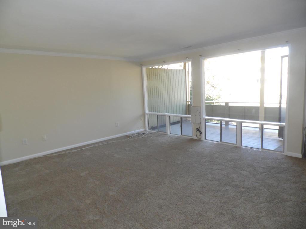 Beautiful Condominium, two bedroom, one bath, new carpet, new pergo floor on kitchen, new vanity, new mirror, fresh painted.