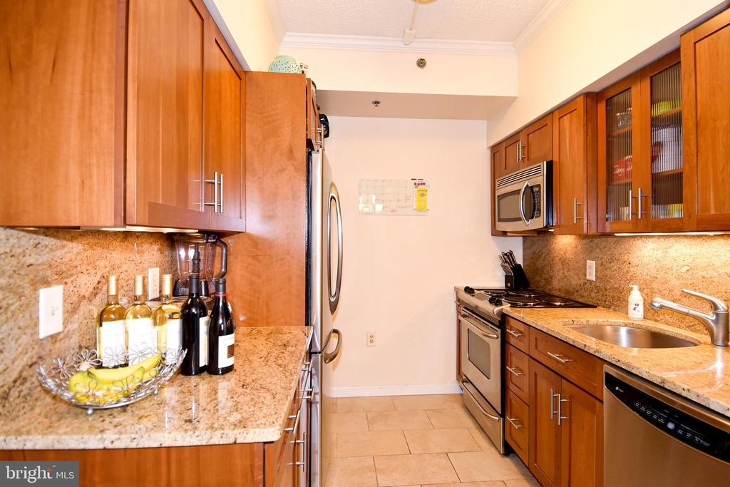 Photo of 1211 S Eads St #705