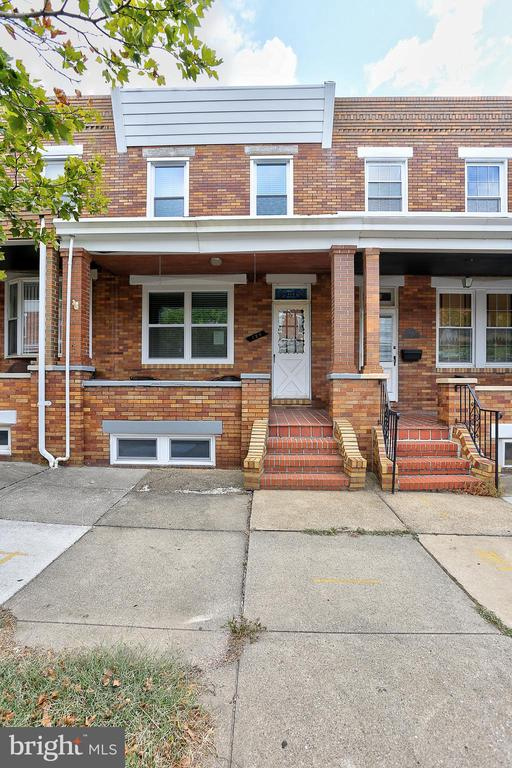 Beautifully updated center unit with cherry cabinets, granite counter tops, newer appliances, wood laminate flooring, new carpet, updated baths, partially finished basement could be 3rd bedroom with full bath and exterior entrance.  This is a MUST see!
