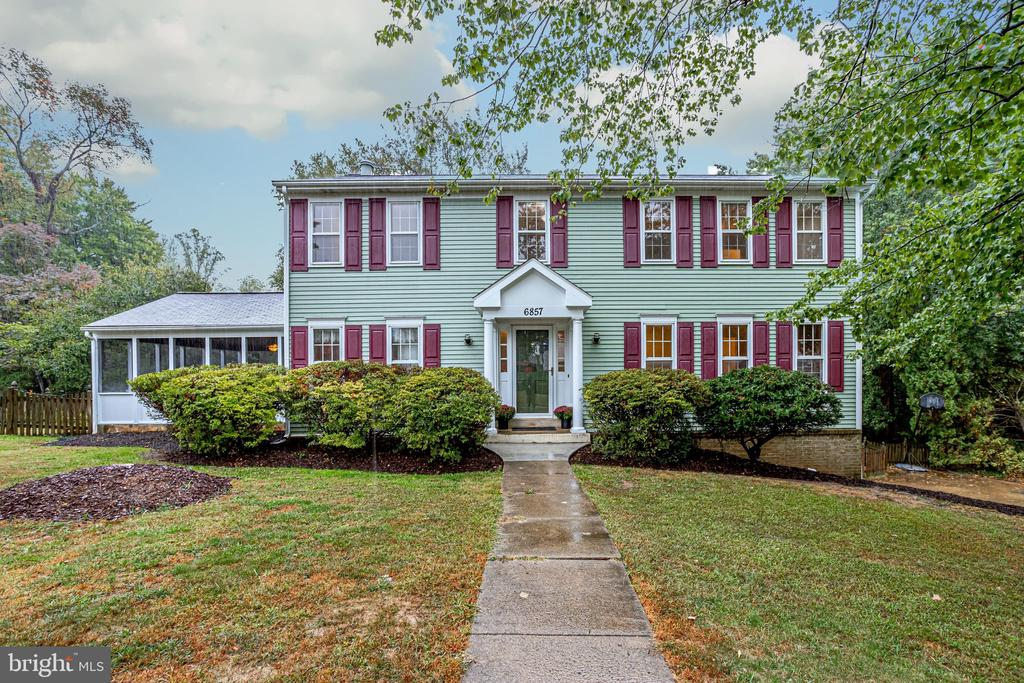 6857 Grande Ln, Falls Church, VA 22043