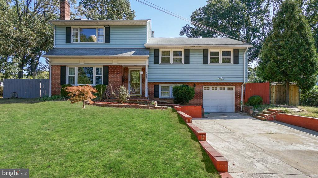 Featuring a Great Open Floorplan on the Main Floor with Large Kitchen, granite countertop, large Island, 5 Bedrooms, Spacious Master Suite with WIC, 3 Full Bath. Updated Home, near major commuter routes.
