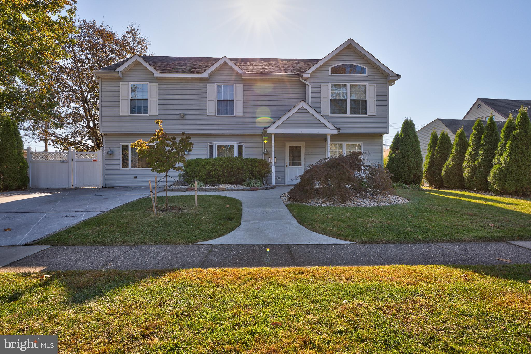 302 MILL DRIVE, LEVITTOWN, PA 19056