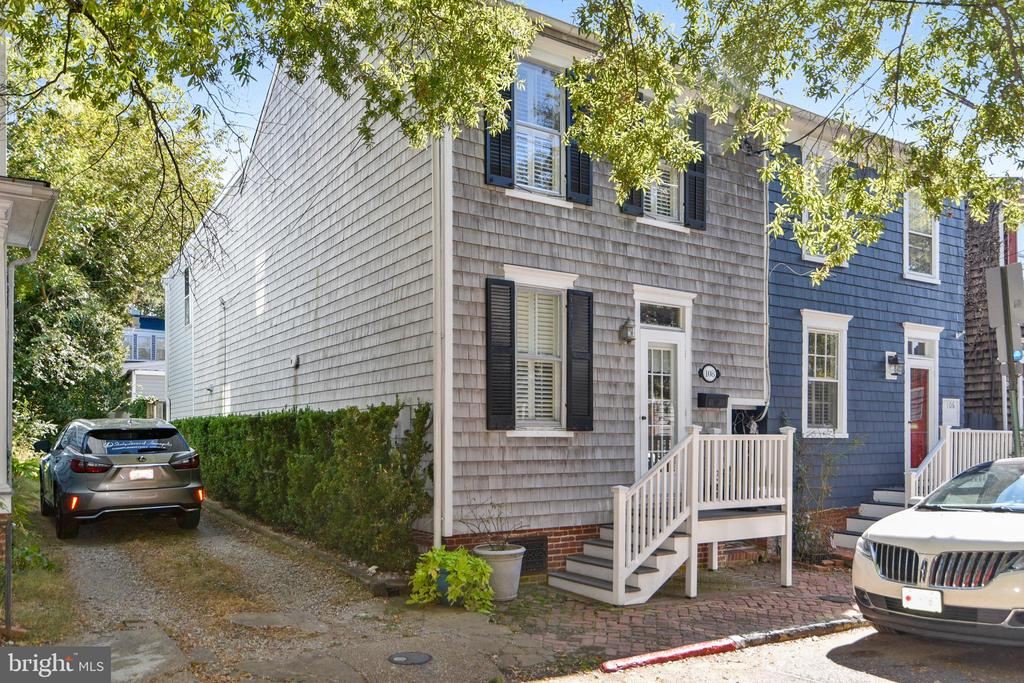 Here's your chance to live in the heart of Annapolis.  Many upgrades include Master Bath and new guest bath, Plantation Shutters, Gourmet Kitchen off Family Room leads to Brick Patio with access to storage shed.  Hardwood floors on main and upper 1 levels.  Third Floor living area can be a playroom, office, media room or 4th bedroom.  Enjoy the Annapolis lifestyle with a short walk to shops, restaurants, city dock and so much more.