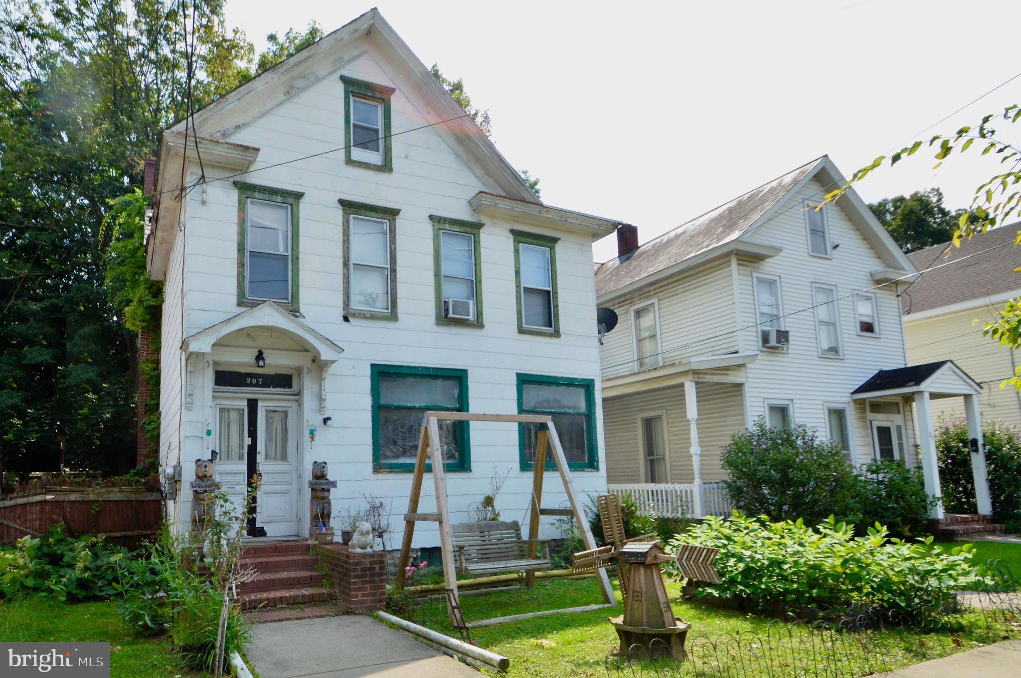 207 WASHINGTON, EAST STROUDSBURG, PA 18301