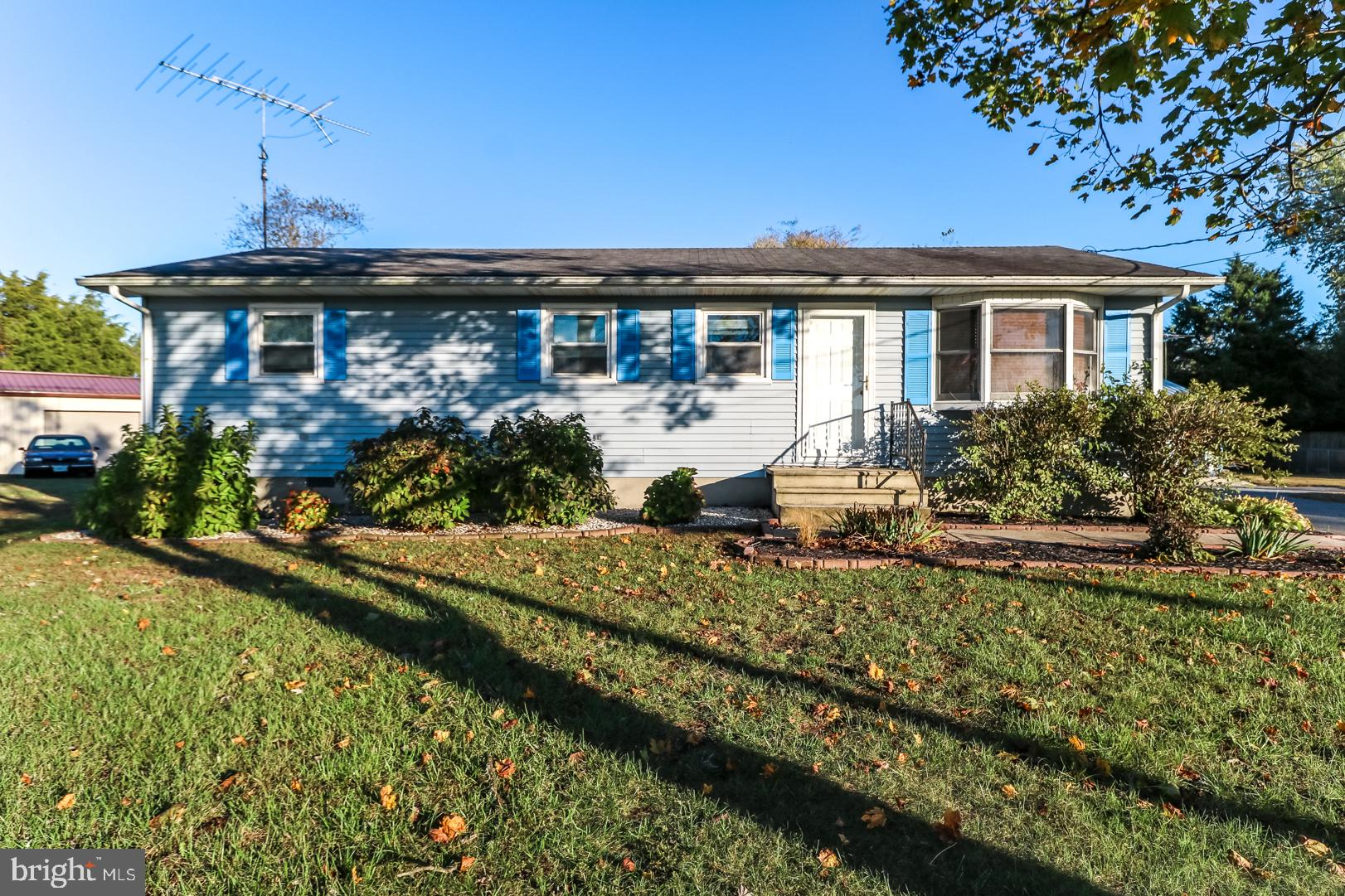 Cute little 3 bedroom 1 bath ranch sitting on a nice size lot with a 3 car Garage. This home is move in     condition great for first time home buyer. Seller is Motivated