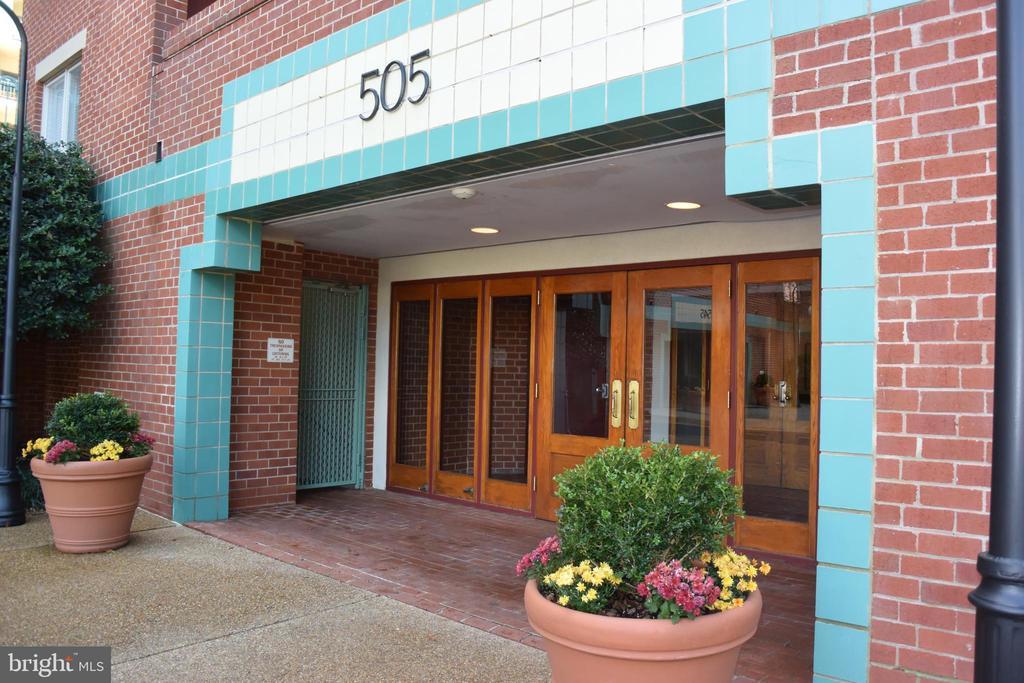 505 E Braddock Rd #404
