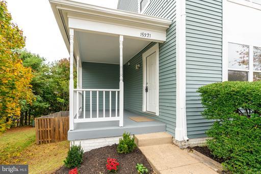 15321 Gatehouse Ter, Woodbridge, VA 22191