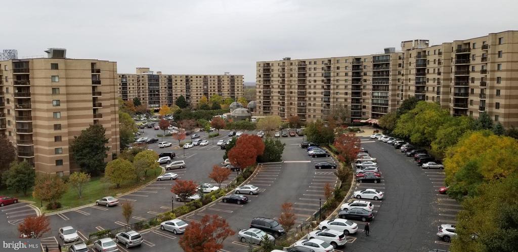 8340 Greensboro Dr #717, McLean, VA 22102