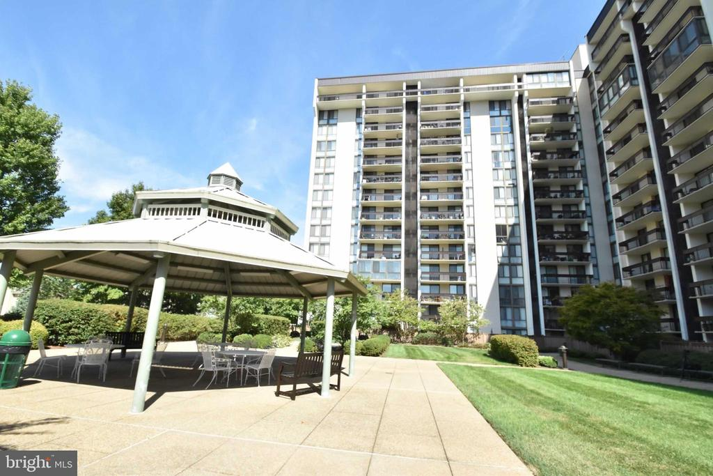 Photo of 5300 Holmes Run Pkwy #314