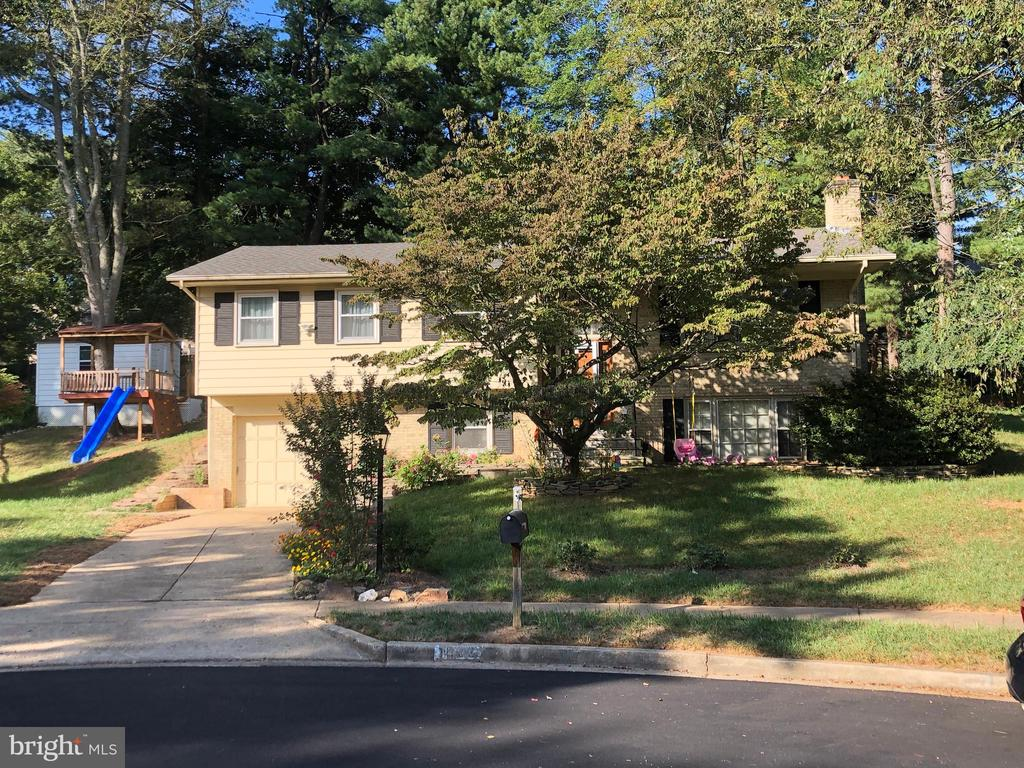 Absolutely perfect family home in beautiful Vienna. Walking distance to Wolftrap Elementary School and Cardinal Hill swimming club. Nestled in a quiet Cul-de-sac with wonderful neighbors, near minutes from major commuter routes and Tysons I and II shopping malls