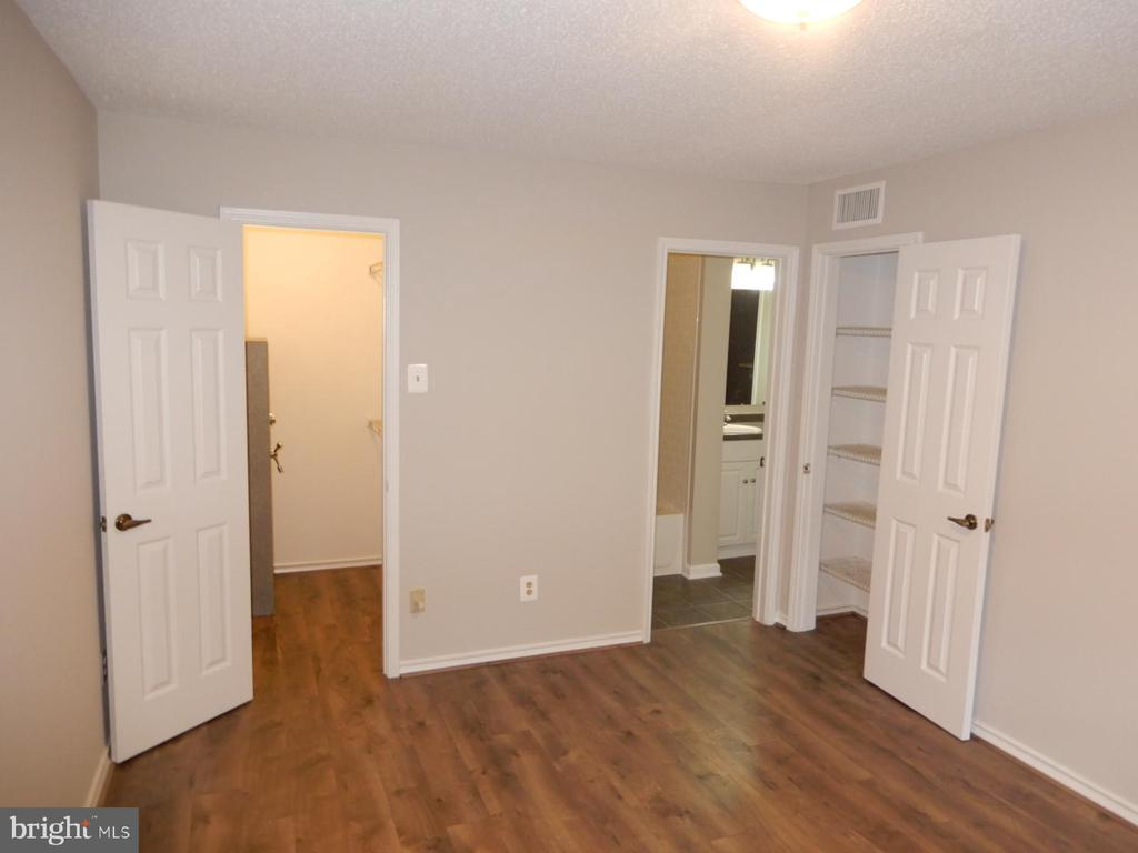 Photo of 1513 Lincoln Way #103