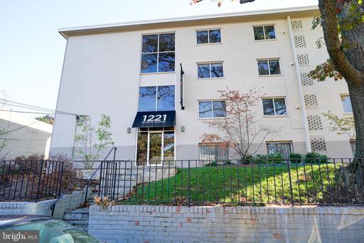 1221 N Quinn St #20, Arlington, VA 22209