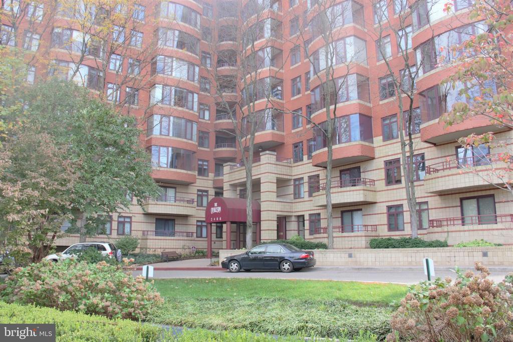 2400 Clarendon Blvd #316, Arlington, VA 22201