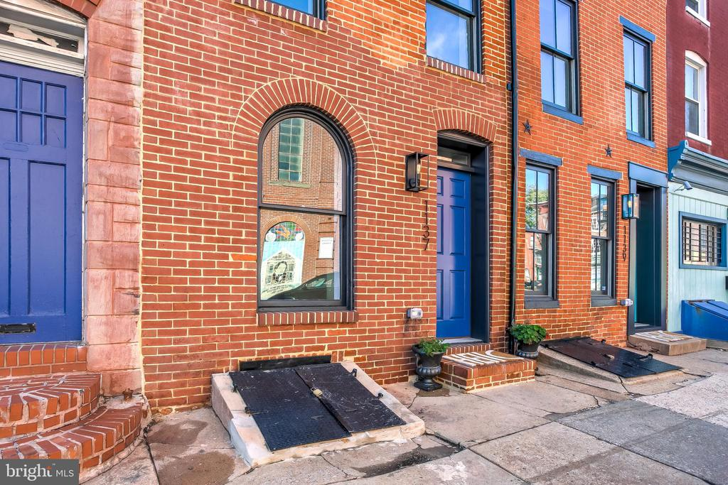 PENDING CHAP TAX CREDIT APPROVAL. Beautifully renovated property right next to the Market! This area is full of development activity and walking distance to downtown. Beautiful master suite and nice sized bedrooms throughout make this property a great fit for a family or roommates. Custom tile work, dual zone HVAC, kitchen accent lighting and lovely engineered hardwoods make this house shine. This property is eligible for Live Near Your Work with up to $18,500 towards closing