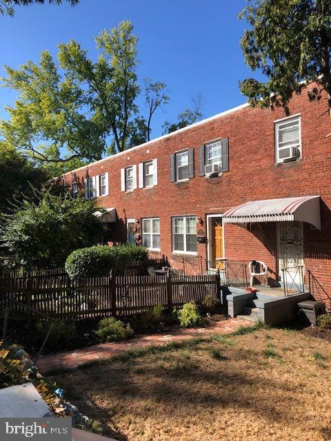 627 Henry Street Alexandria VA 22314. Upgraded 3 level townhome, 3 full bedrooms, 2 full upgraded baths, Stainless steel appliances in kitchen. Full size, front loading washer and dryer; Hardwood floors on the main level and upstairs, fenced front and back yards. Reserved parking space in rear, plus street parking. Big backyard patio area, with deck. No HOA. Close to metro King St station 0.9mile, Close to Olde Town Alexandria, and the Potomac River. Close to Pentagon, National Airport, and Washington DC, Lots of restaurants, and shopping.