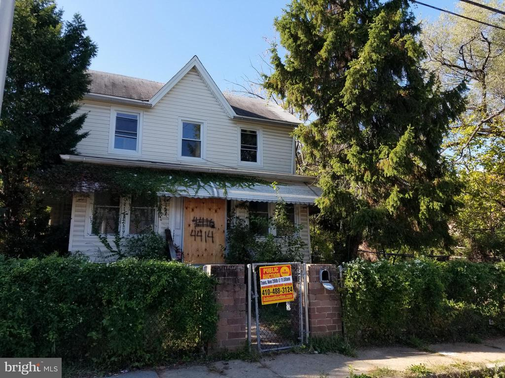 PUBLIC ONSITE AUCTION: Tues, Nov 26th, 2019 @ 11:30 AM. List Price is Suggested Opening Bid. 2 Story single family home with partially finished basement located in the Wilson Park area. Property is Vacant. 10% Buyer's Premium or $1,000, whichever is greater. Deposit $2,500. For full Terms and Conditions contact auctioneer's office.