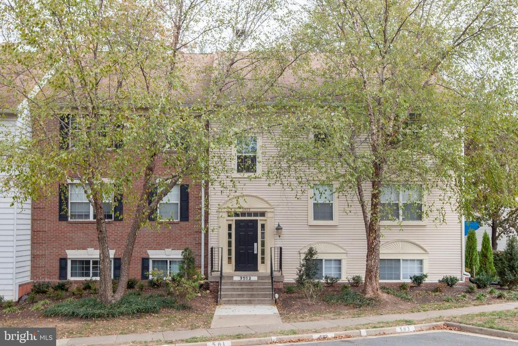 3903 Golf Tee Ct #328, Fairfax, VA 22033