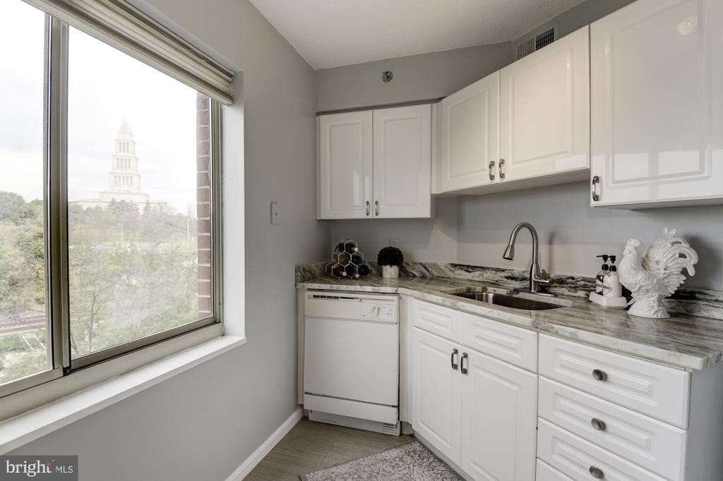 Photo of 2121 Jamieson Ave #502
