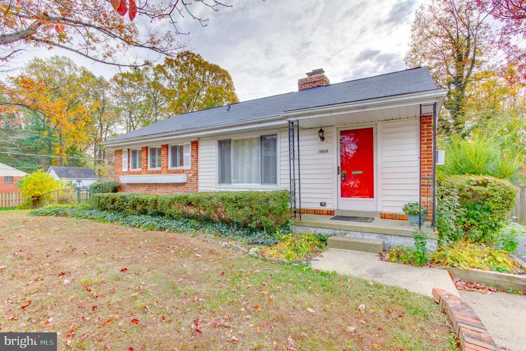 10809  WOODLAND DRIVE, Fairfax, Virginia