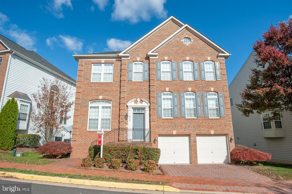6938 Inlet Cove Dr, Fort Belvoir, VA 22060