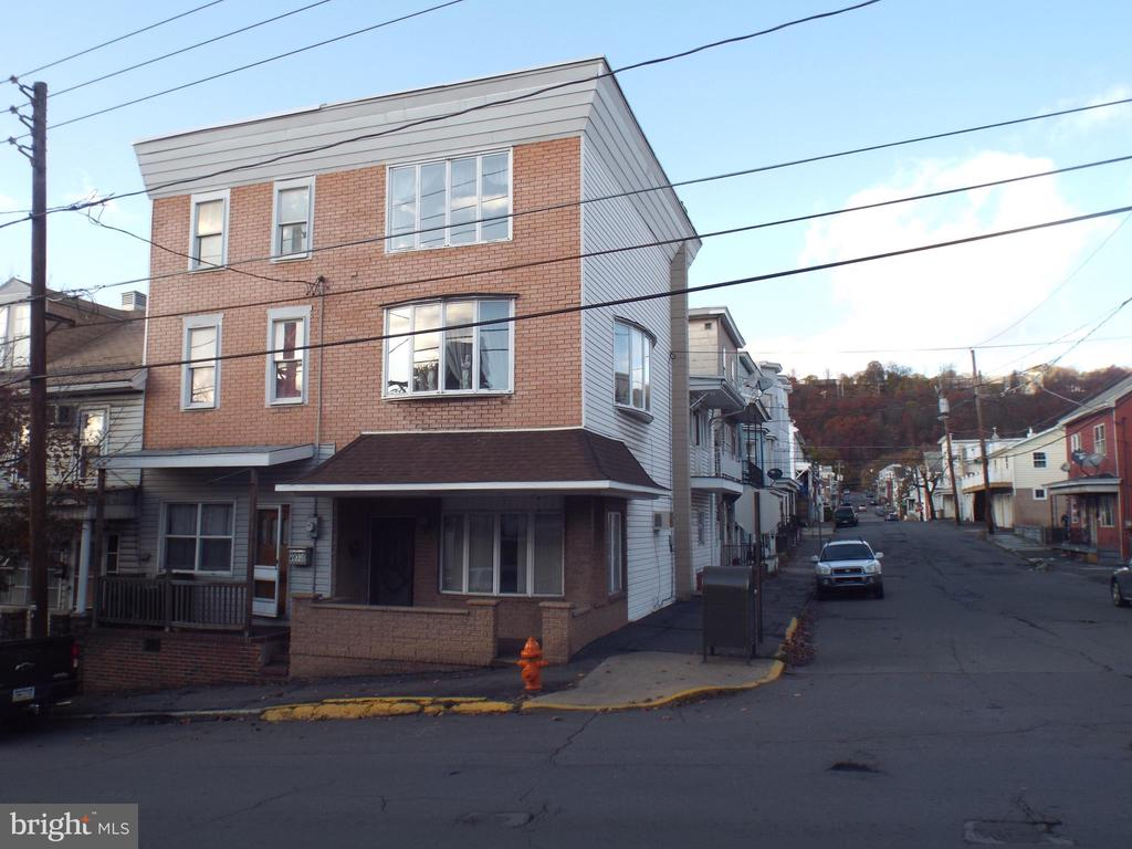 401 W CENTER STREET, SHENANDOAH, PA 17976