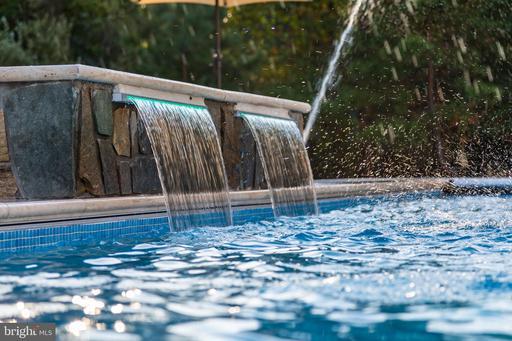 11643 Blue Ridge Ln Great Falls VA 22066