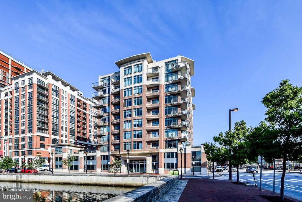 Don't miss this opportunity to lease this beautiful Condo in Baltimore's Harbor East neighborhood.Two Level Unit offers Two Bedrooms, Den, Two Baths, Powder Room, Spacious Walk in Closets, stainless steel appliances, granite counter tops Bamboo Flooring, and a Terrace for outdoor space of City Views. Landmark Theater, MAC gy Fabulous Restaurants. Parking Space INCLUDED.