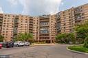 8370 Greensboro Dr #506