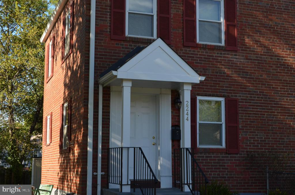 2244 Farrington Ave, Alexandria, VA 22303