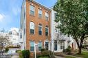 5842 Cowling Ct