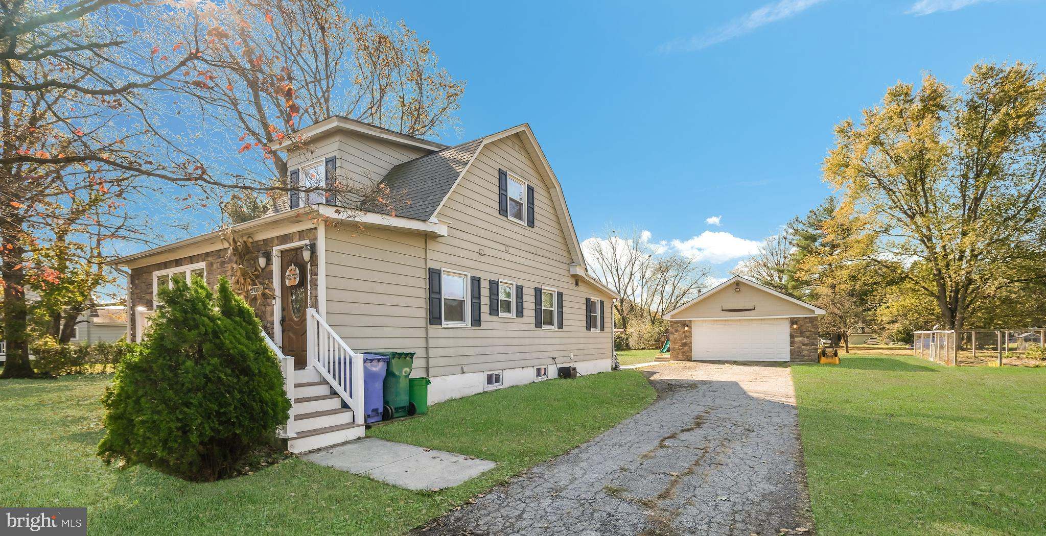 2005 EDGELY AVENUE, LEVITTOWN, PA 19057