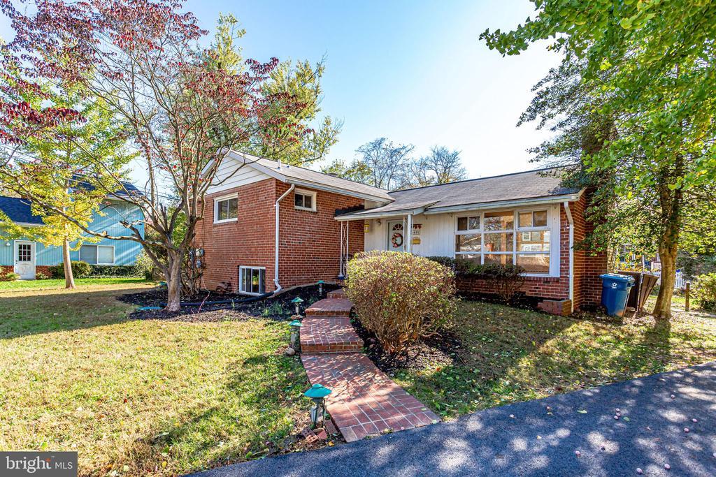 6631 Ivy Hill Dr, McLean, VA 22101