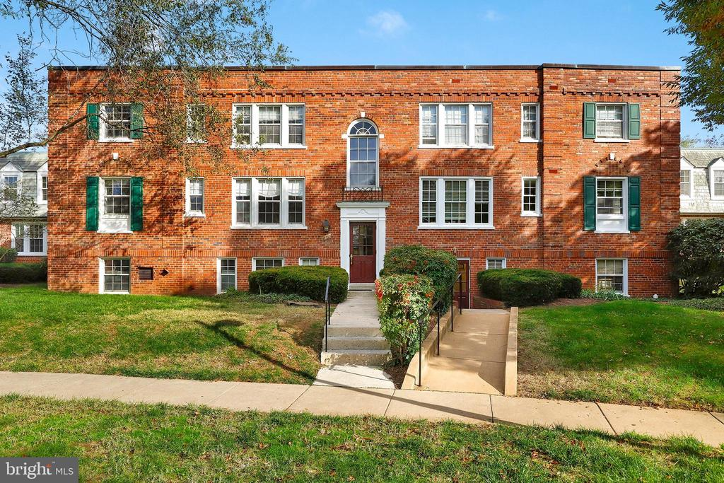 1809 Queens Ln #2-147, Arlington, VA 22201