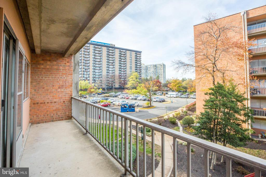 Photo of 5851 Quantrell Ave #208