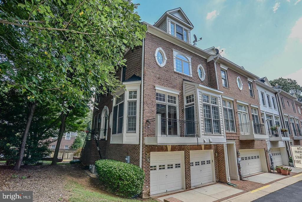 1642 Colonial Hills Dr
