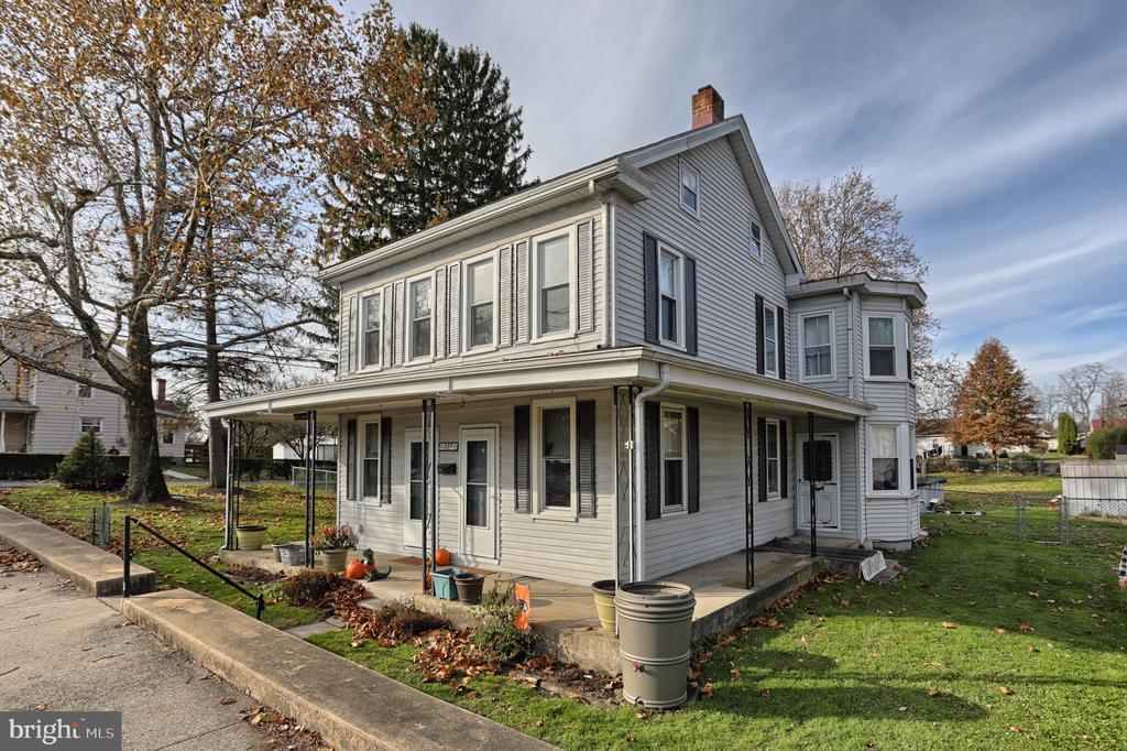 557 E Penn Avenue