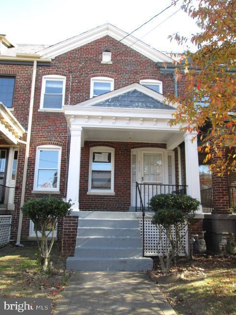 3 level Rowhome 3 bedrooms 1.5 bathrooms ,  fireplace , 1 car  garage,  finished basement .HUD HOME SOLD AS-IS, HUD CASE # 081-088265 IE *EQUAL HOUSING OPPORTUNITY*. GROUND RENT/HOA/CONDO FEES/FRONT FOOT FEES IF ANY TO BE VERIFIED. OFFERS SUBMITTED TO HUDHOMESTORE- Additional information and addenda at www.HUDHomestore.com, managed by RE-Global -do not send offers to listing Broker.