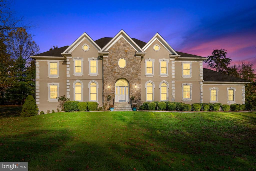 12200 Goldenchain Ct, Oak Hill, VA 20171
