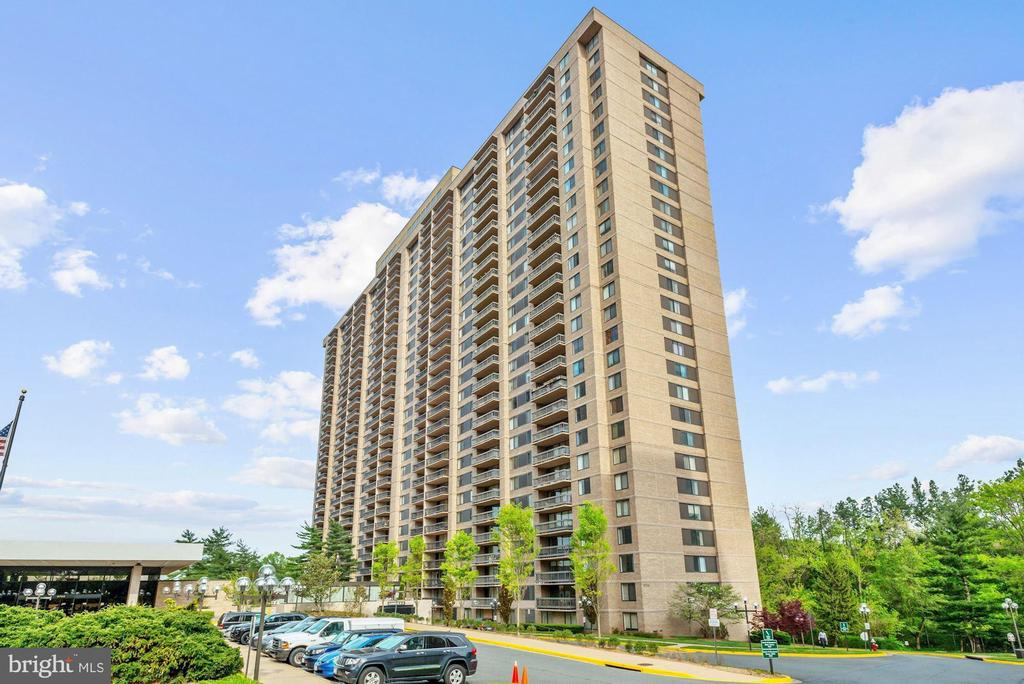 Photo of 3705 S George Mason Dr #414s