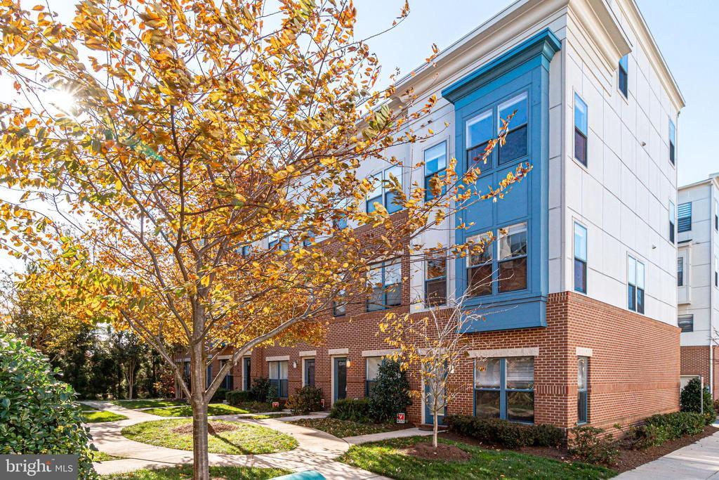 12179  WAVELAND STREET, Fairfax, Virginia