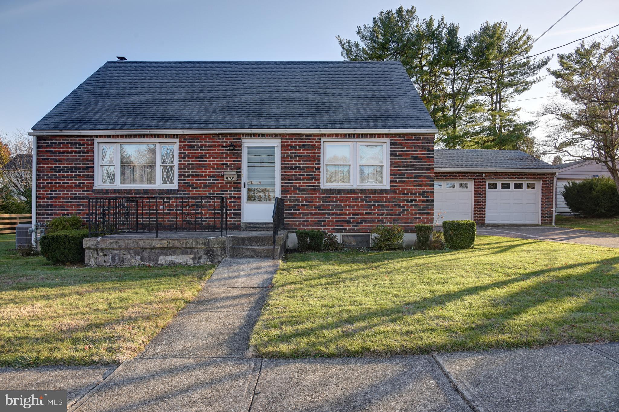 928 TOLSTOY STREET, BETHLEHEM, PA 18017