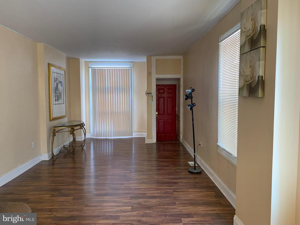 This 676 square foot townhome has 3 bedrooms and 1.0 bathrooms. It's a beautiful home with a spacious kitchen, beautiful floors,  laundry room includes washer & dryer. Can't forget the beautiful kitchen! The home has a large living room and a partially finished basement. Great for first time buyer or investor!